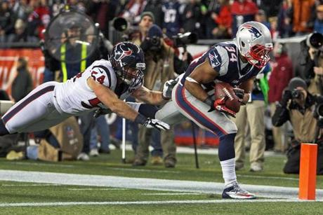 Shane Vereen outruns Houston's Barrett Ruud and heads for the pylon, all while avoiding the sideline, in making a game-clinching 33-yard catch in the fourth quarter.